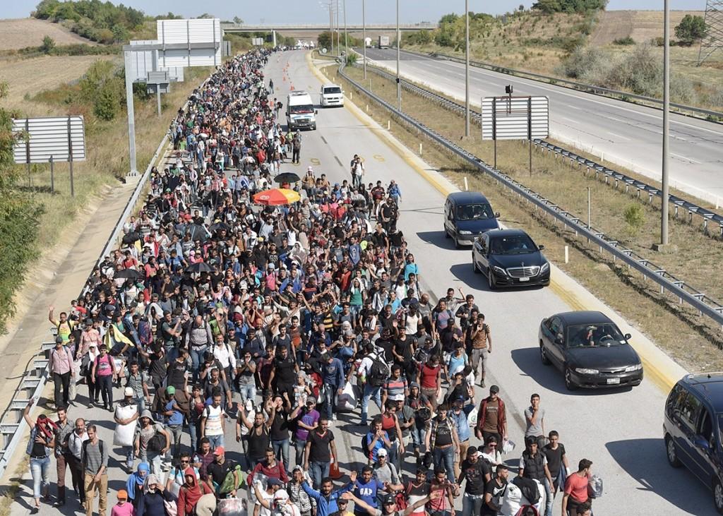 151112_POL_refugee-crisis.jpg.CROP.promo-xlarge2