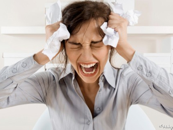 Annoying-Habits-That-Will-Give-Your-Coworkers-A-Nervous-Breakdown-600x450